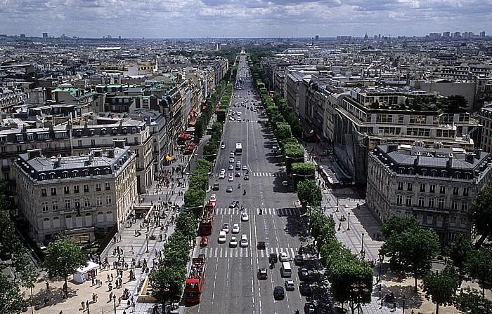 Paris Blick vom Arc de Triomphe: Avenue des Champs-Élysées durch das 8. Arrondissement