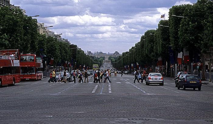 Paris Avenue des Champs-Élysées Musée du Louvre Place de la Concorde