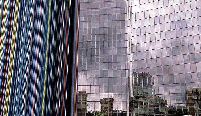Paris La Défense: Cheminée d'aération (von Raymond Moretti)