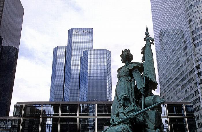 La Défense: Tour Total, Statue La Défense de Paris Tour Coeur Défense
