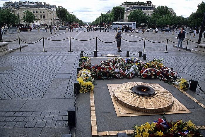 Paris Place Charles-de-Gaulle (Place de l'Étoile) Arc de Triomphe Avenue des Champs-Élysées