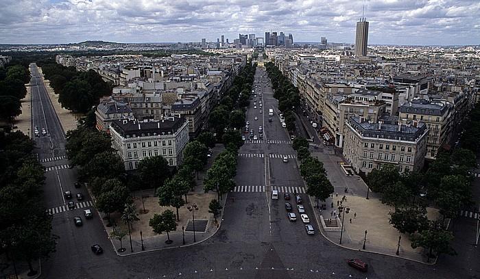 Paris Blick vom Arc de Triomphe: Avenue Foch (links) und Avenue de la Grande Armée Grande Arche La Défense