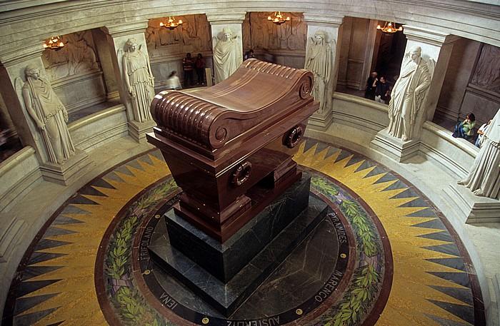 Dôme des Invalides (Invalidendom): Krypta mit dem Sarkophag Napoléons Paris 2008
