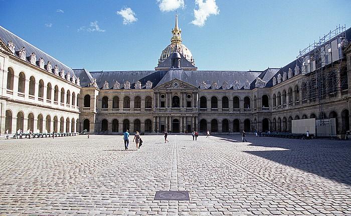 Hôtel des Invalides: Cour d'Honneur (Ehrenhof) und Saint-Louis-des-Invalides (Soldatenkirche) Paris 2008