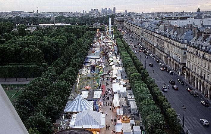Paris Blick vom Riesenrad: Jardin des Tuileries (mit Vergüngungspark) Grande Arche La Défense Rue de Rivoli