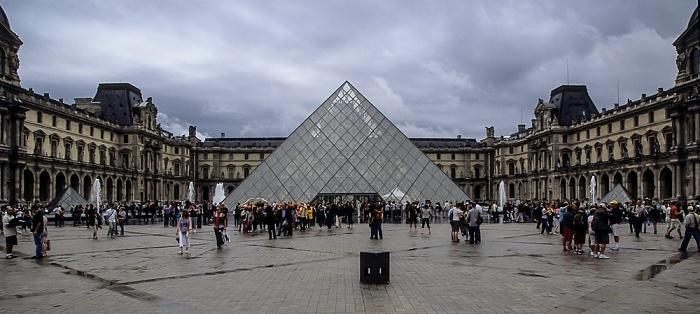 Musée du Louvre: Innenhof, Glaspyramide Paris 2008
