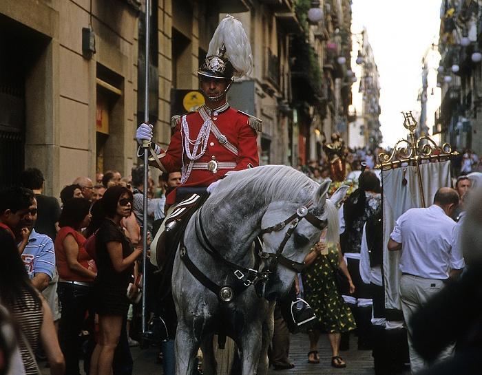 Ciutat Vella: Barri Gòtic - Carrer de Ferran: Katholische Prozession Barcelona
