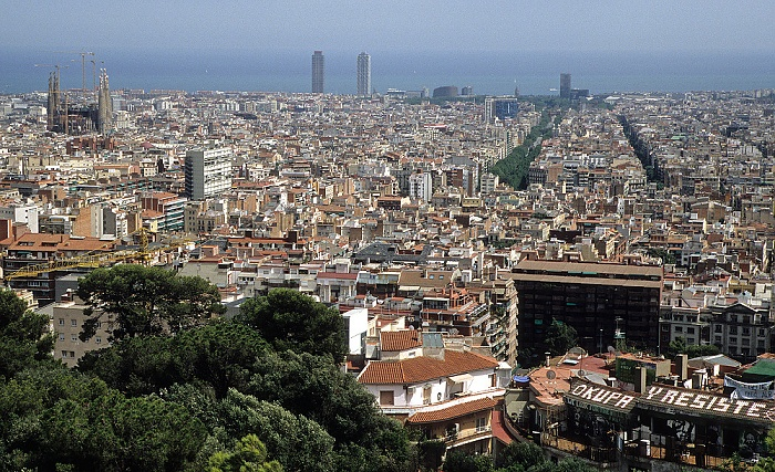 Barcelona Blick vom Parc Güell: Stadtzentrum Hotel Arts Sagrada Família Torre Mapfre