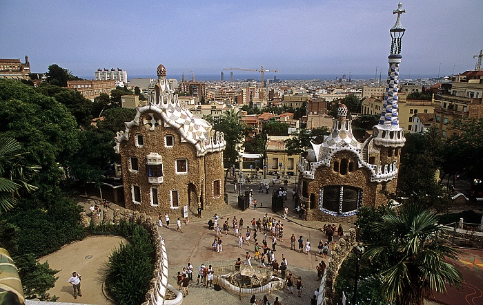 Parc Güell: Verwaltungsgebäude (links) und Pförtnehaus Barcelona