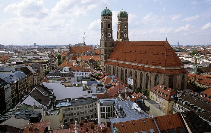 Blick vom Rathausturm (Neues Rathaus): Frauenkirche München 2008
