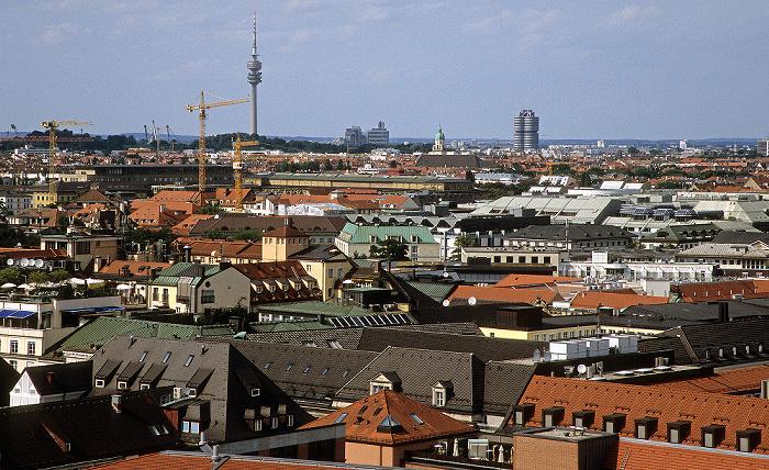 Blick vom Rathausturm (Neues Rathaus): Olympiapark (mit Olympiaturm) und BMW-Hochhaus München