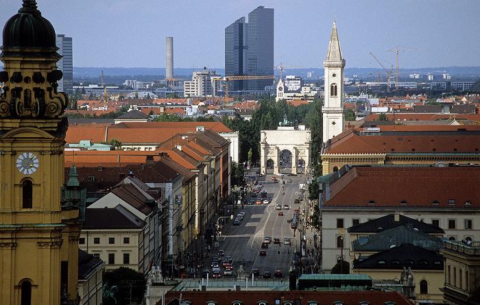 Blick vom Rathausturm (Neues Rathaus): Ludwigstraße, Siegestor, Ludwigskirche München