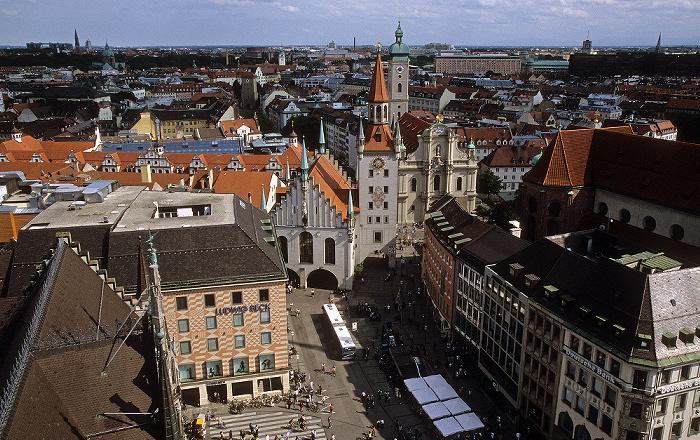 Blick vom Rathausturm (Neues Rathaus): Marienplatz, Altes Rathaus, Heilig-Geist-Kirche München