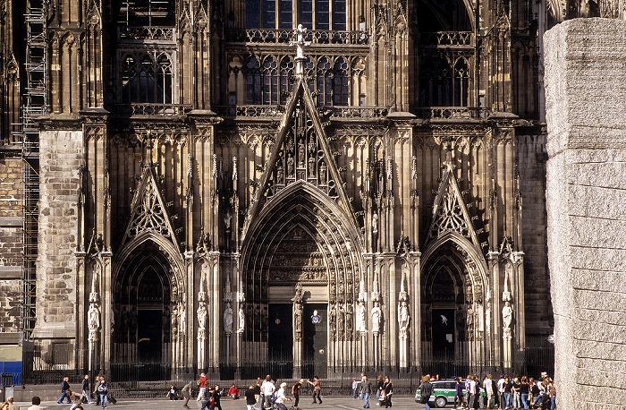 Kölner Dom (Hohe Domkirche St. Peter und Maria): Portale der südlichen Querhausfassade Himmelssäule Roncalliplatz
