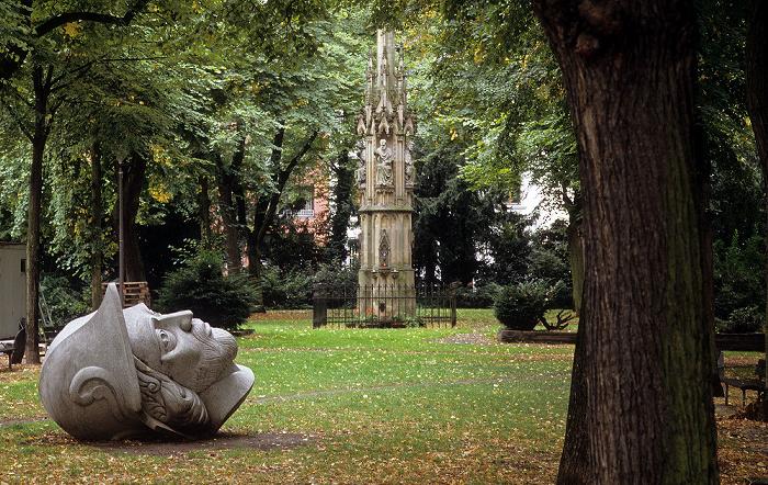 Köln Gereonsdriesch: Kopf des Heiligen Gereons (von Iskender Yediler) Mariensäule