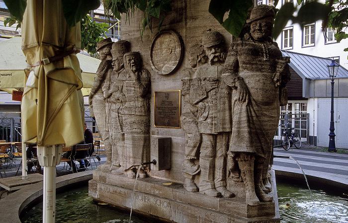 Köln Altstadt: Ostermannbrunnen auf dem Ostermannplatz