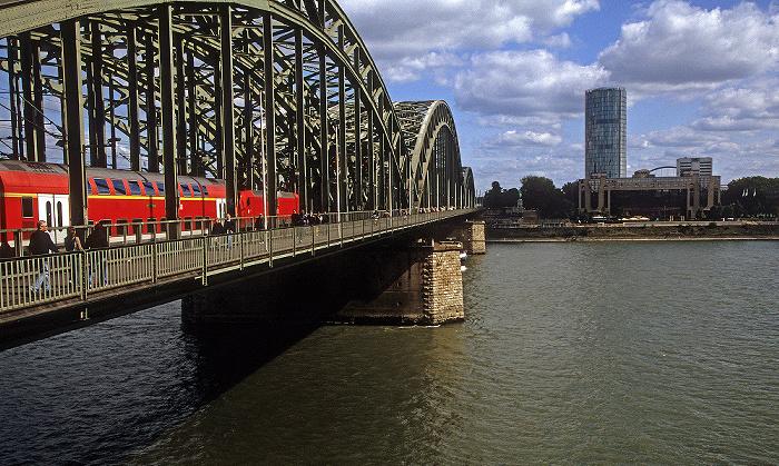 Köln Hohenzollernbrücke, Rhein Hyatt Regency Hotel KölnTriangle White Sands Missile Range Museum