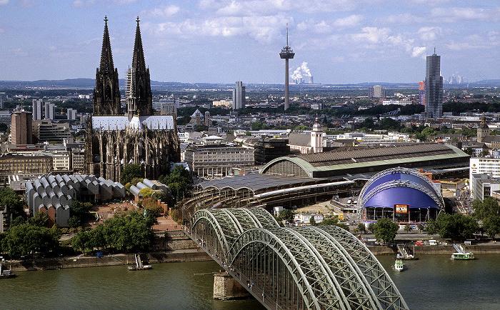 Blick vom KölnTriangle: Kölner Dom, Hauptbahnhof Colonius Hohenzollernbrücke KölnTurm MediaPark Museum Ludwig Musical Dome