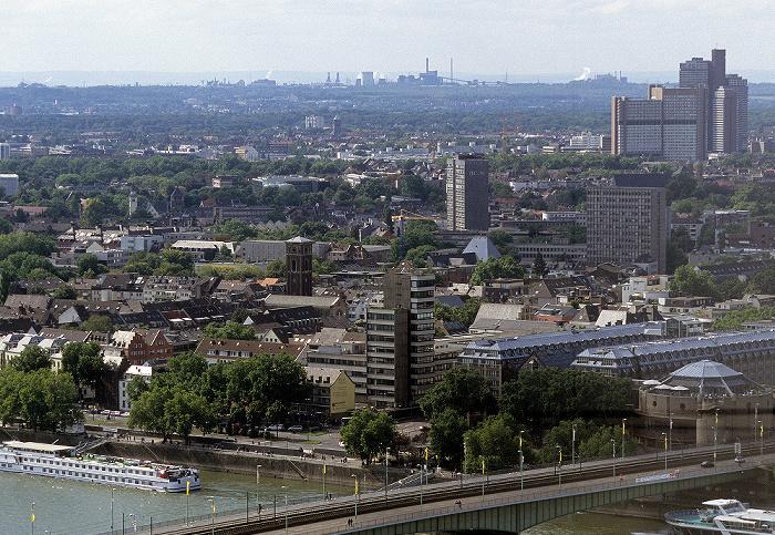 Blick vom KölnTriangle Deutzer Brücke