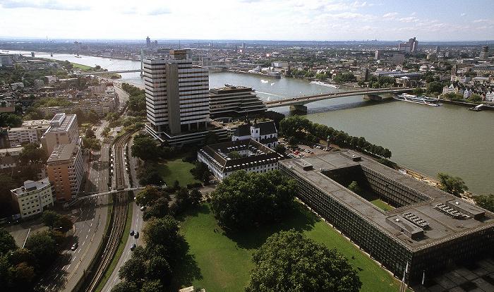 Blick vom KölnTriangle: Deutz, Rhein, Südstadt Deutzer Brücke Ehem. Lufthansa-Zentrale Kölner Südbrücke Severinsbrücke