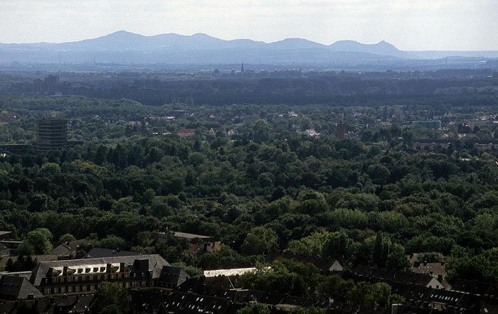 Blick vom KölnTriangle: Siebengebirge
