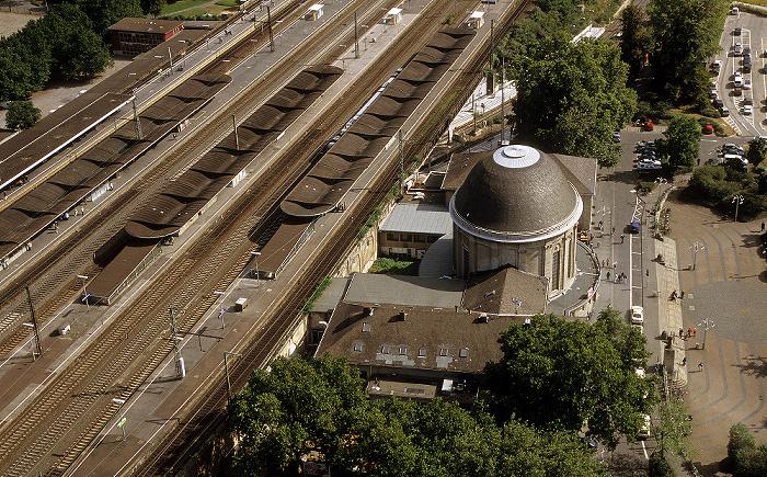 Blick vom KölnTriangle: Bahnhof Köln Messe/Deutz