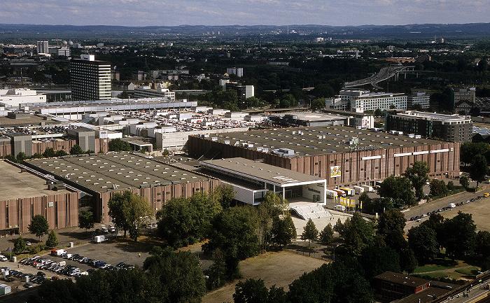 Blick vom KölnTriangle: koelnmesse