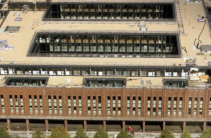Blick vom KölnTriangle: Rheinhallen (bis 2005 koelnmesse, ab 2009 RTL)