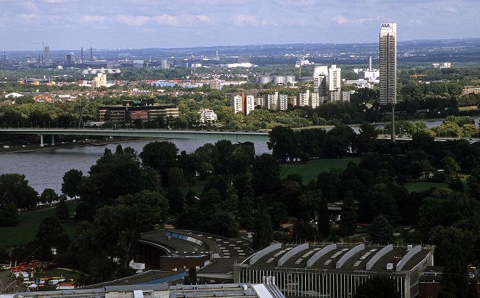 Blick vom KölnTriangle: Rhein, Zoobrücke, Colonia-Haus