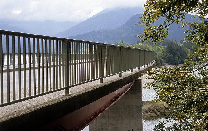 Sylvenstein-Stausee Brücke über den Sylvensteinspeicher in Richtung Fall