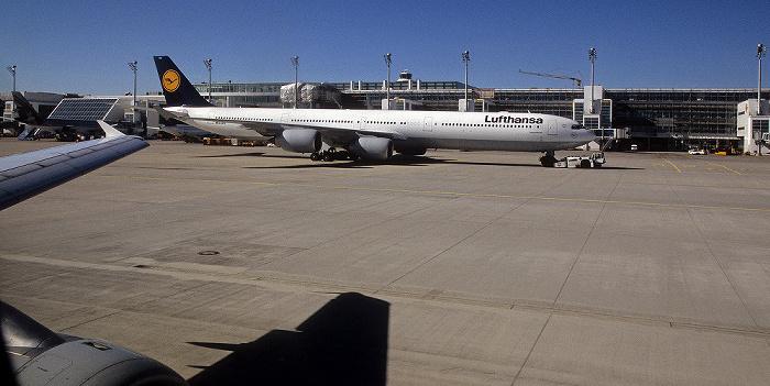 München Flughafen Franz Josef Strauß: Lufthansa Airbus A 340 Flughafen Franz Josef Strauß