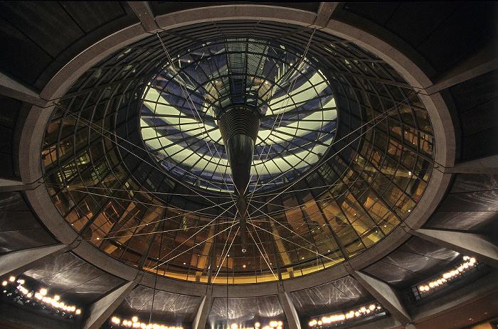 Berlin Reichstagsgebäude: Kuppel über dem Plenarsaal des Deutschen Bundestages