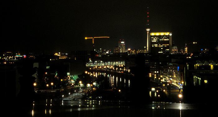 Berlin Blick vom Dach des Reichstagsgebäudes: Spree Berliner Dom Fernsehturm Internationales Handelszentrum Park Inn by Radisson Rotes Rathaus