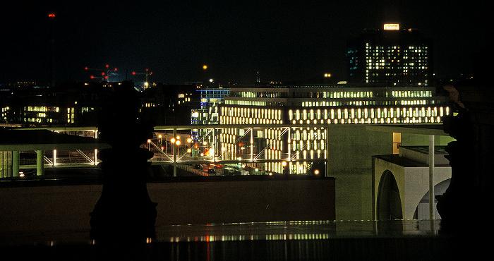 Berlin Blick vom Dach des Reichstagsgebäudes: Gebäude der Bundespressekonferenz Charité Haus der Bundespressekonferenz Marie-Elisabeth-Lüders-Haus Paul-Löbe-Haus Spree