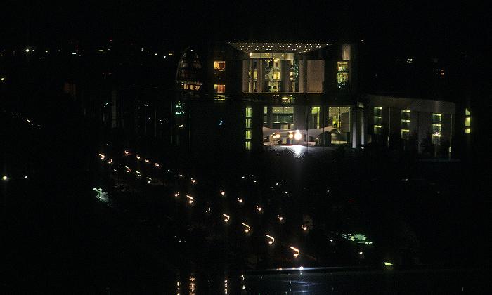 Berlin Blick vom Dach des Reichstagsgebäudes: Bundeskanzleramt