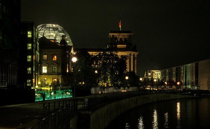 Berlin Blick von der Marschallbrücke: Reichstagsgebäude, Spree Bundeskanzleramt Jakob-Kaiser-Haus Paul-Löbe-Haus Reichstagspräsidentenpalais