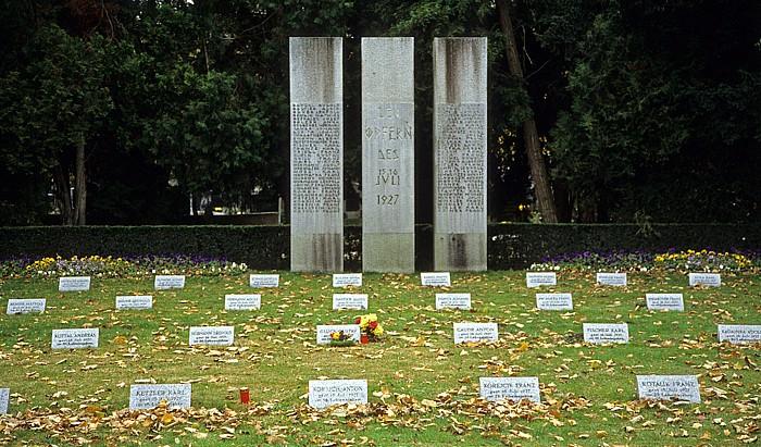 Wiener Zentralfriedhof: Mahnmal für die Opfer des 15. und 16. Juli 1927 (erschossene Demonstranten beim Justizpalastbran Wien