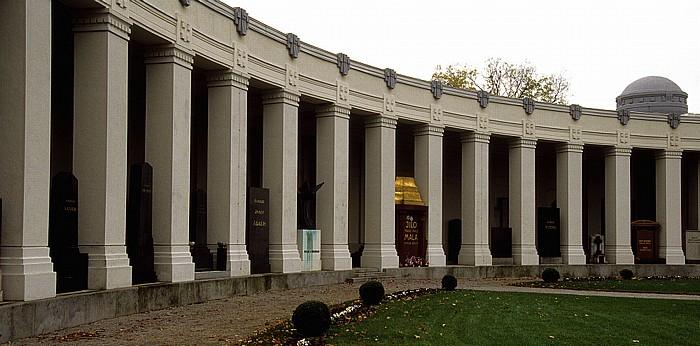 Wiener Zentralfriedhof: Arkaden um die Karl-Borromäus-Kirche (Dr.-Karl-Lueger-Gedächtniskirche) Wien