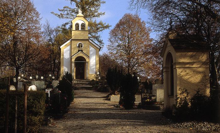 Andechs Friedhof mit Friedenskapelle