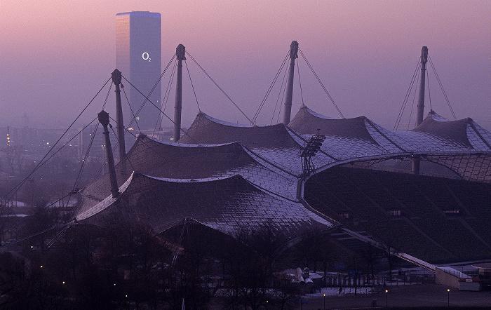 München Blick vom Olympiaberg: Olympiastadion, Uptown Uptown-Hochhaus