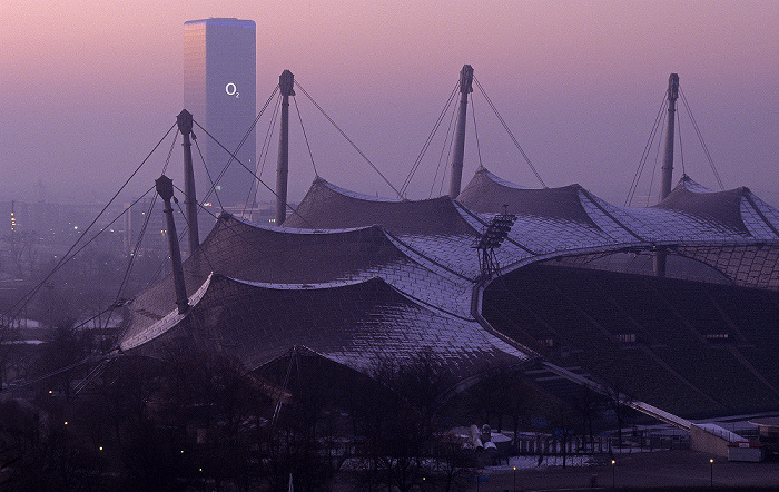 Blick vom Olympiaberg: Olympiastadion, Uptown München 2009