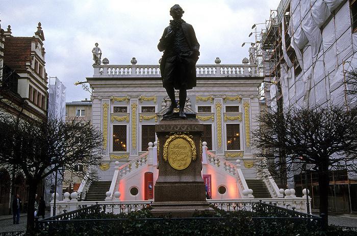 Leipzig Naschmarkt, Denkmal des jungen Johann Wolfgang Goethe, Alte Handelsbörse