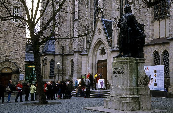 Leipzig Thomaskirchhof mit Johann-Sebastian-Bach-Denkmal, Thomaskirche