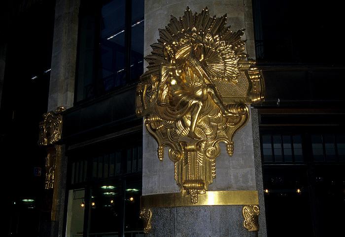 Leipzig Thomaskirchhof: Kaufhaus Ebert (Topas): Vergoldeter Fassadenschmuck
