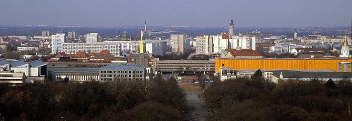 Leipzig Völkerschlachtdenkmal: Blick von der Denkmalskrone Alte Messe Zentralstadion