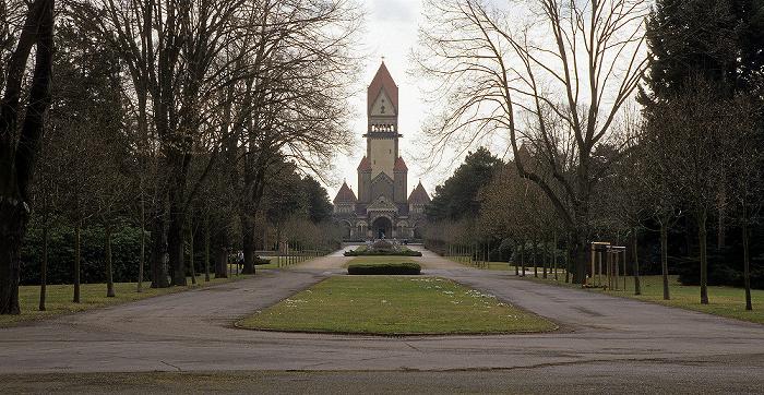 Leipzig Südfriedhof: Zentralgebäude mit Begräbniskapellen, Glockenturm und Krematorium