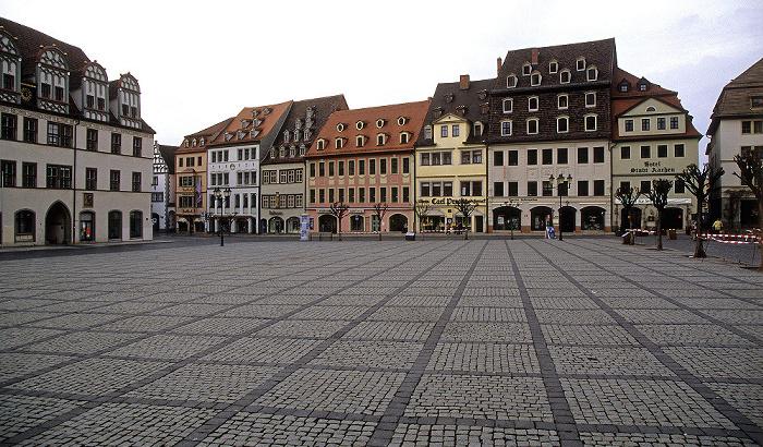 Naumburg Marktplatz: Historische Häuserzeile an der Nordseite