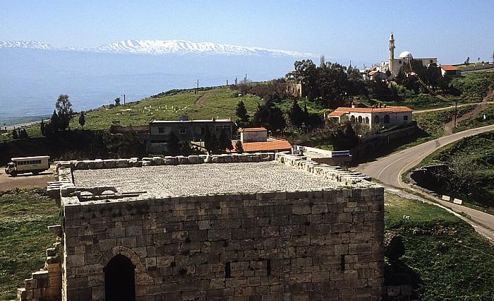Tell Kalach Krak des Chevaliers: Blick von der Oberburg auf den Turm des Sultans (Südturm)