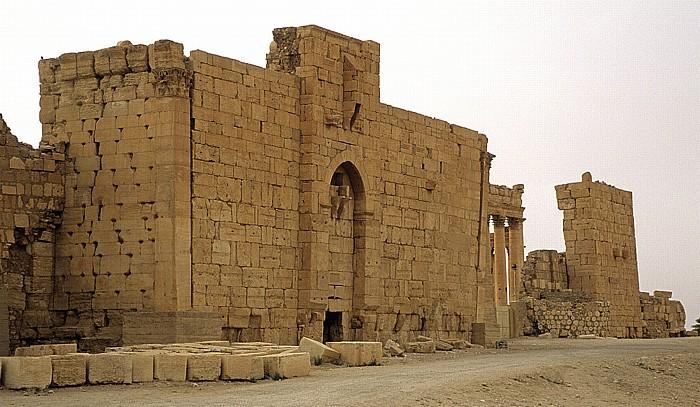 Palmyra Ruinengelände: Baal-Tempel: Monumentaltor (Propyläen)