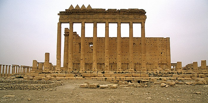 Palmyra Ruinengelände: Baal-Tempel: Tempel (Cella) und Teil der umlaufenden Säulenhalle